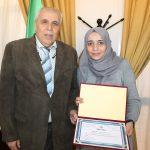 مدير جامعة البويرة يهنئ الطالبة العربي الويزة